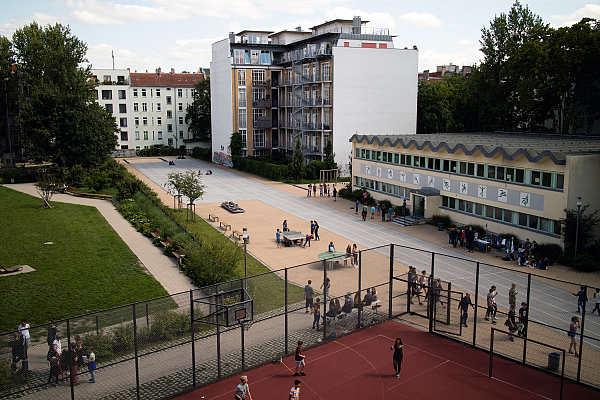Sporthalle, Bolzplatz und Hof 2 des Händel-Gymnasiums